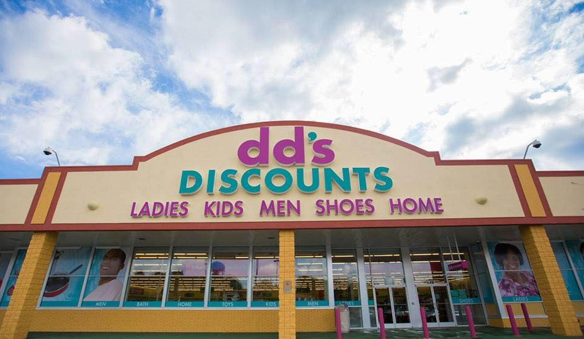 dds discounts shops front view